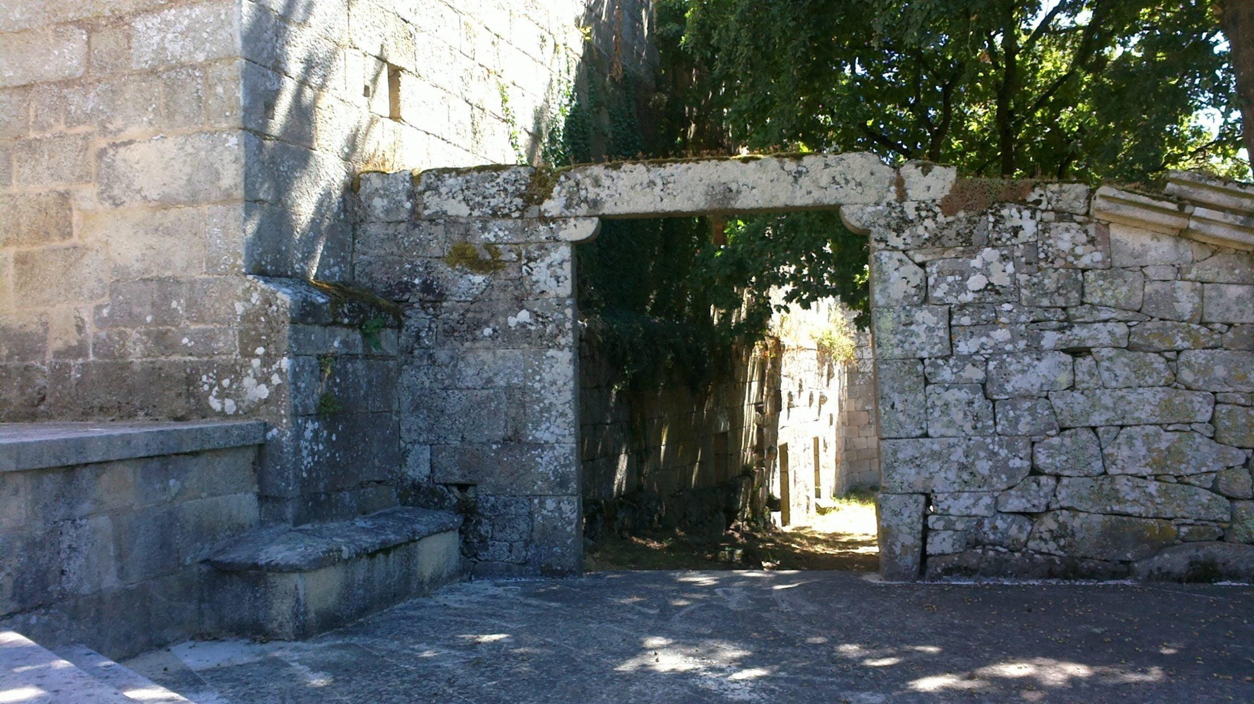 Mosteiro Bon Xesús Entrada caballerías