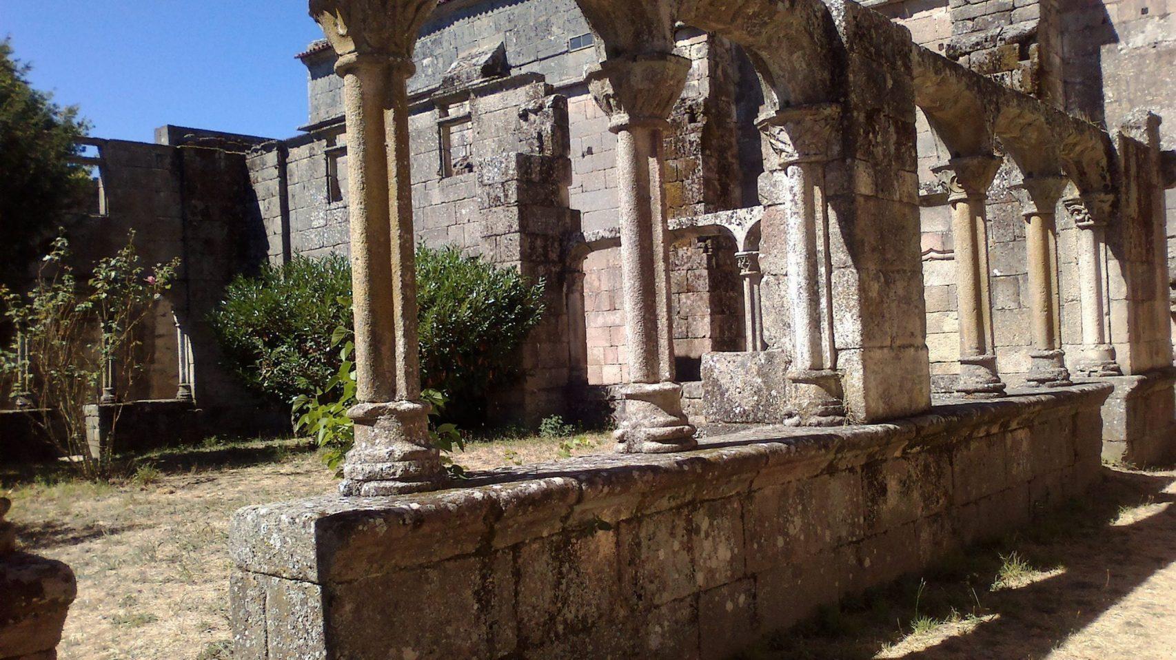 Mosteiro Bon Xesús Claustro Laurel