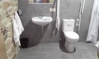 001 Campanario. Baño adaptado.