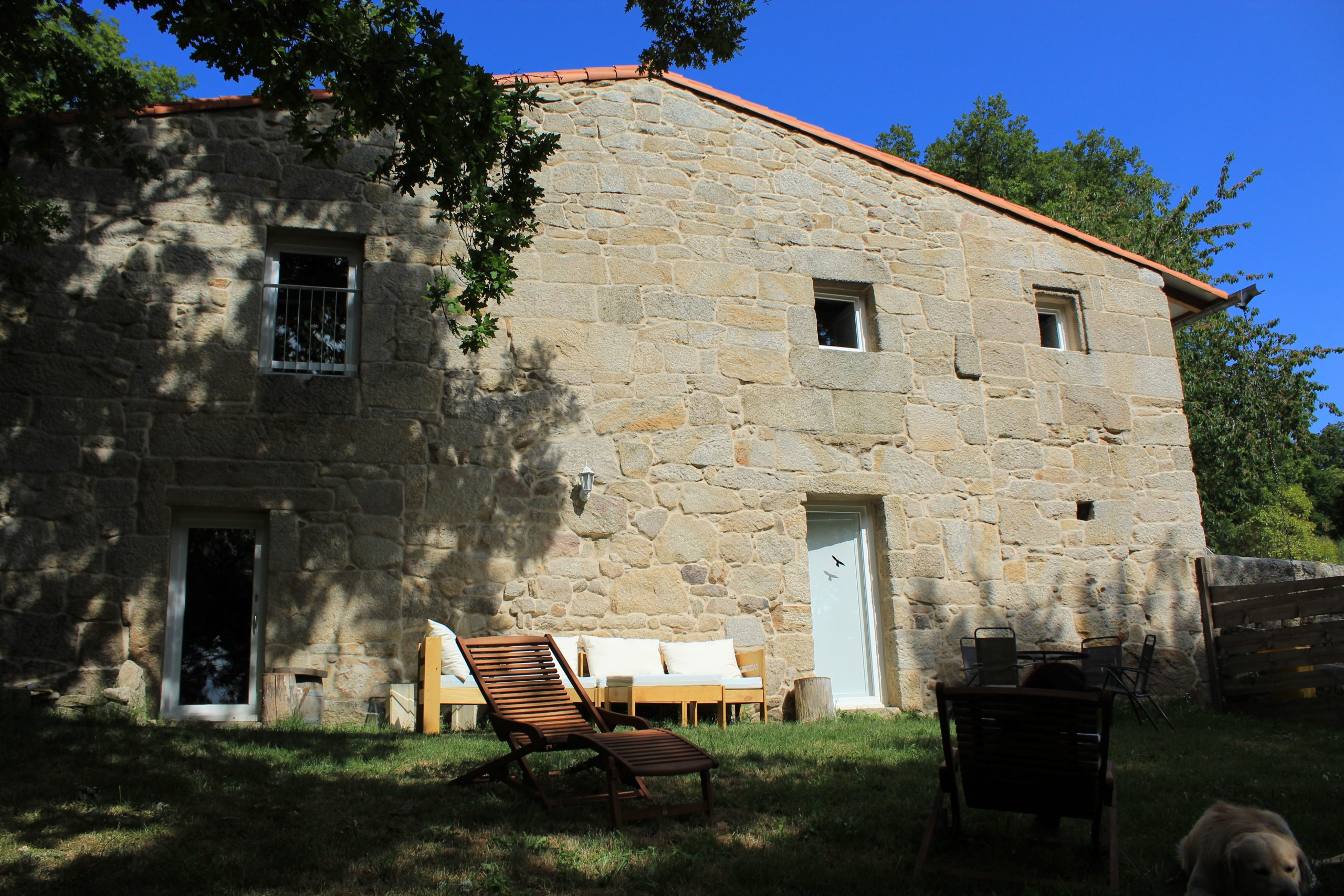 Casa do Mosteiro. Espacios comunes. Paz en el jardín de verano.