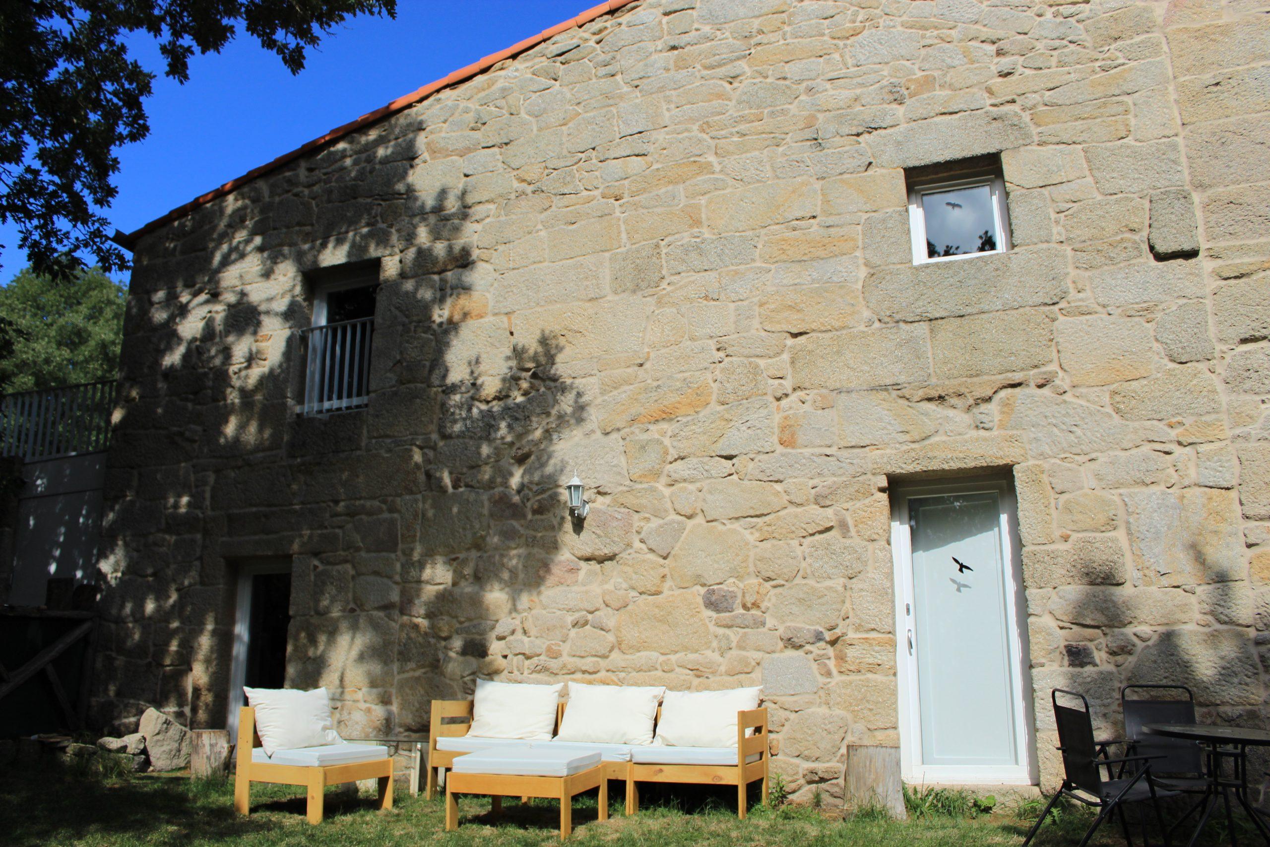 Casa do Mosteiro. Espacios comunes.  Mobiliario de jardín.