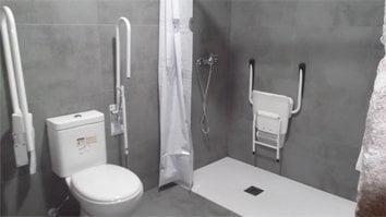 Habitación 001 Campanario baño adaptado ayudas y espacio