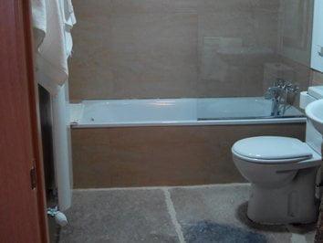 h101_1 detalle Baño con bañera